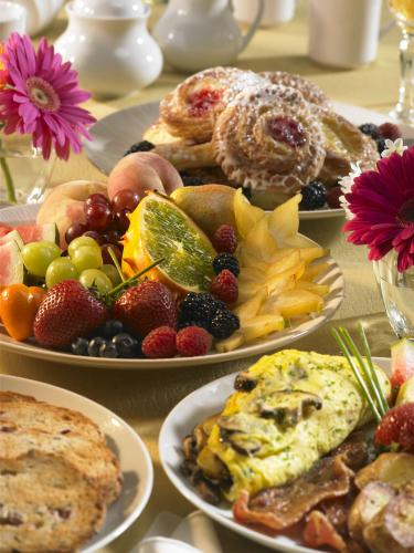 When and Why to Order Corporate Catering Services