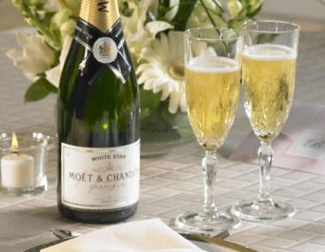 Cater your wedding champagne and alcohol.