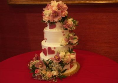 wedding reception ideas hearts and flowers wedding cake