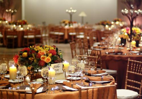 wedding reception ideas table top with flowers