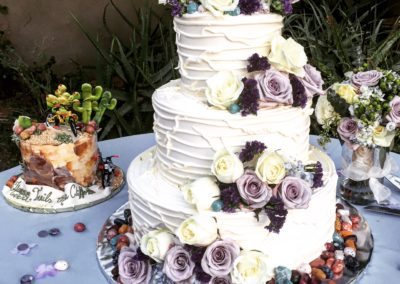 Elegant 3-tiered wedding cake